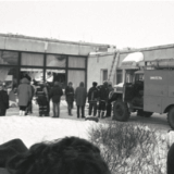 People in front of Marja supermarket after the collapse in 1994. Photo: National Archives